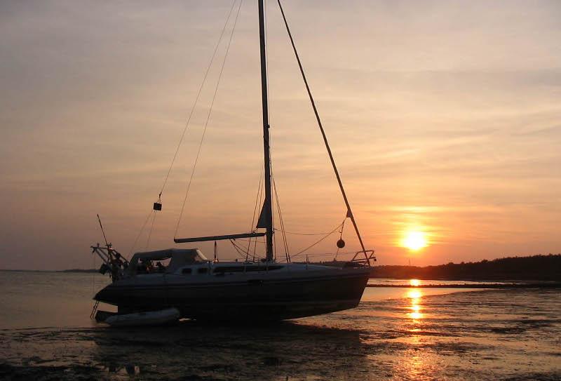 Wij varen met onze zeilboot op de Waddenzee (Vlieland 2004)